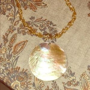 Beautiful shell necklace Gold Oyster NWT